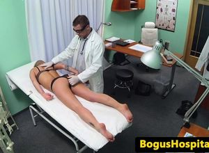 Babe fuck cockrides during doctors..