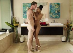 Plamp dark-hued cougar Anya Ivy rubdown