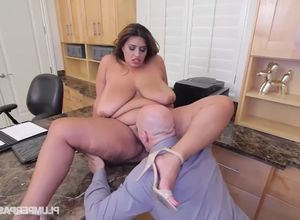 Plus-size Sofia Rose Gets Penetrated..